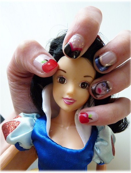 The Sunday Nail Battle // Blanche Neige