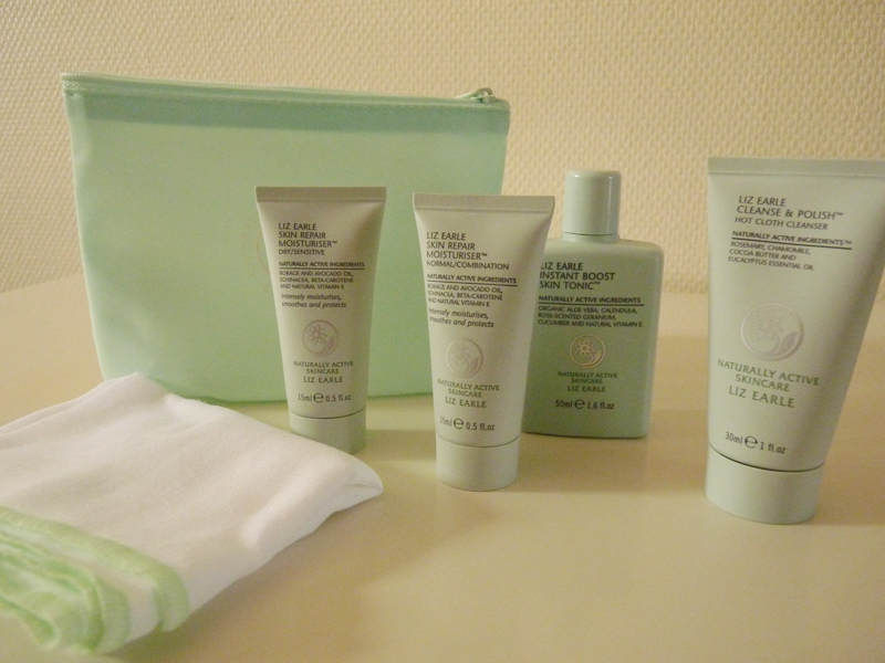 "Liz Earle -  kit  ""Essential Try-Me Kit """
