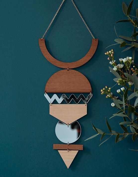 bijoux-mur-Miroir-wood-Lespetites-decoupes-Mamie-Boude-