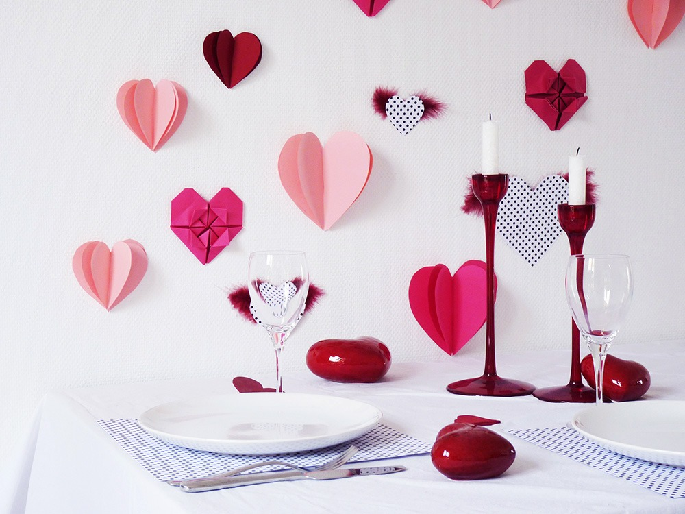 diy un mur de coeurs en papier pour la st valentin black confetti. Black Bedroom Furniture Sets. Home Design Ideas