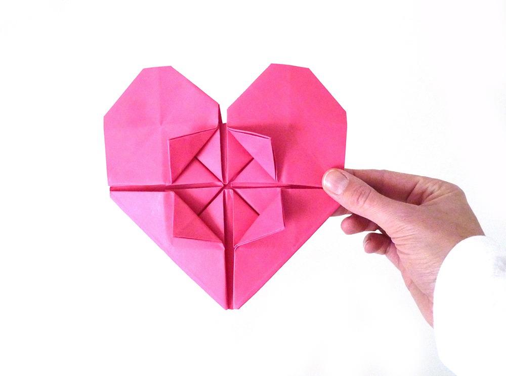 diy un mur de coeurs en papier pour la st valentin black confetti. Black Bedroom Furniture Sets. Home Design Ideas