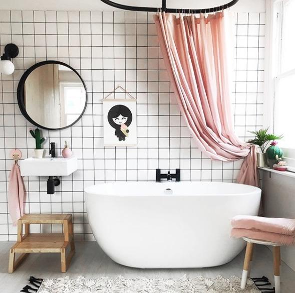 Comment am nager une petite salle de bain black confetti - Agencement petite salle de bain ...