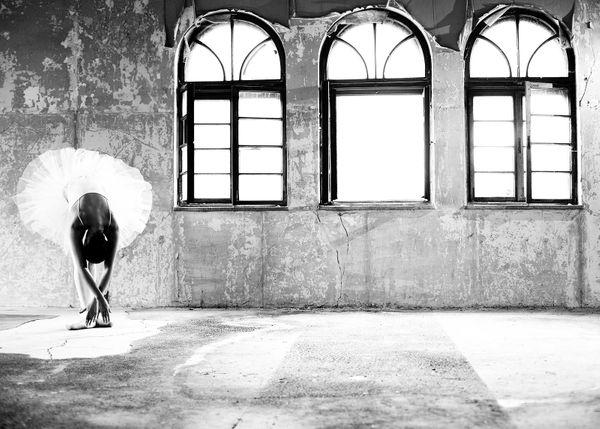 ballerina-and-windows-70x50_c8ae1
